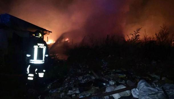 Incendio campo bulgari Foggia, un morto