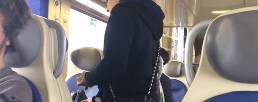 Aspettando i vigilantes sui treni I pendolari: per ora ci sono i questuanti