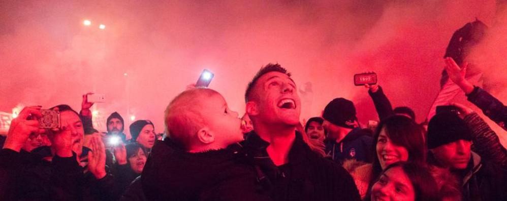 Denis alla festa dei tifosi - Video e foto «Abbiamo sofferto e gioito insieme»