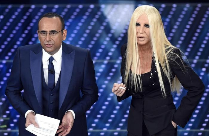 Virginia Raffaele imita Donatella Versace e Carlo Conti