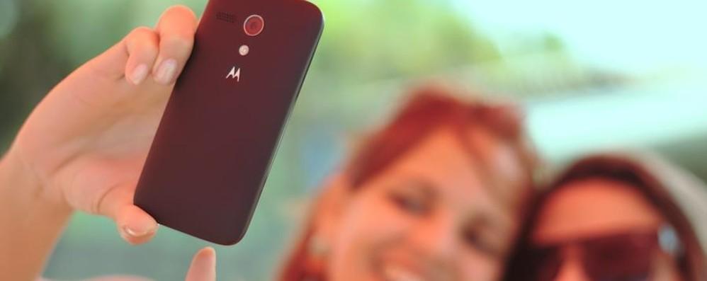 Adolescenti, tra social e selfie  «Almeno 7 ore al giorno in Rete»