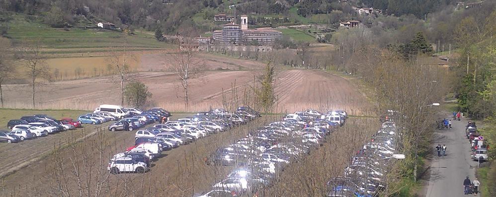 Astino, niente parcheggio Si rischia l'invasione dei campi