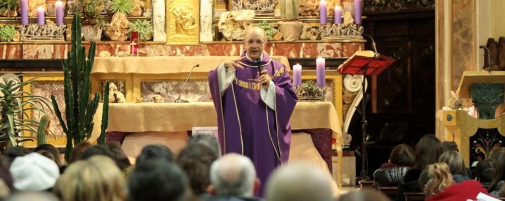 «Il paese è ferito, ma non siete soli» Monsignor Pelucchi dai fedeli a Solza