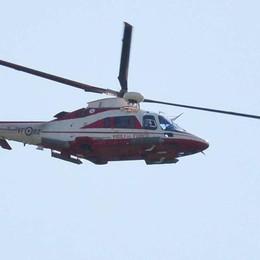 Sarnico, arriva l'elicottero sofisticato ma del muratore non c'è traccia