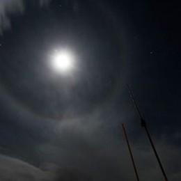 Una luna speciale, porterà la neve? «Riflesso della luce sul ghiaccio»