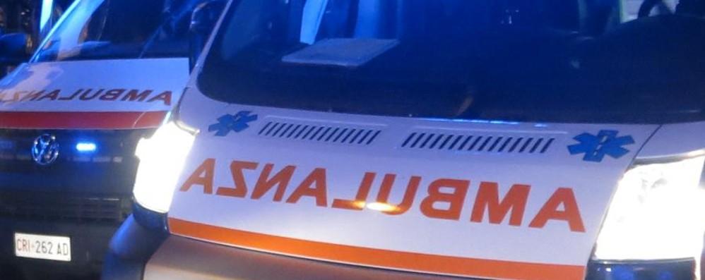 Cassinone, auto si ribalta Feriti 4 giovani nella notte