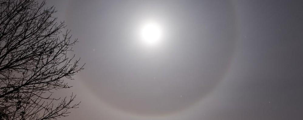 Le vostre foto della luna con l'alone Fenomeno ottico, ecco come nasce