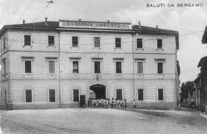 BERGAMO - CASERMA UMBERTO I, poi CASERMA MONTELUNGO ( foto d'epoca )