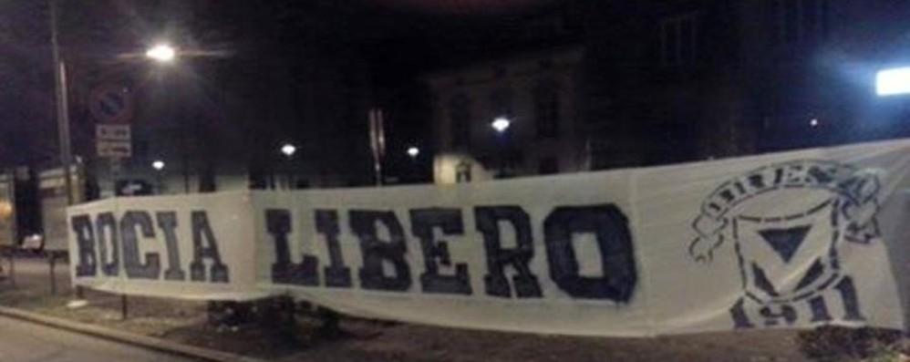Sabato la marcia a sostegno del Bocia Striscione da Brescia a L'Eco, by night