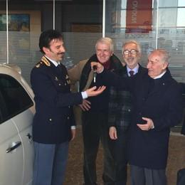 Una pattuglia in più contro le rapine I cittadini di Treviglio la donano alla polizia