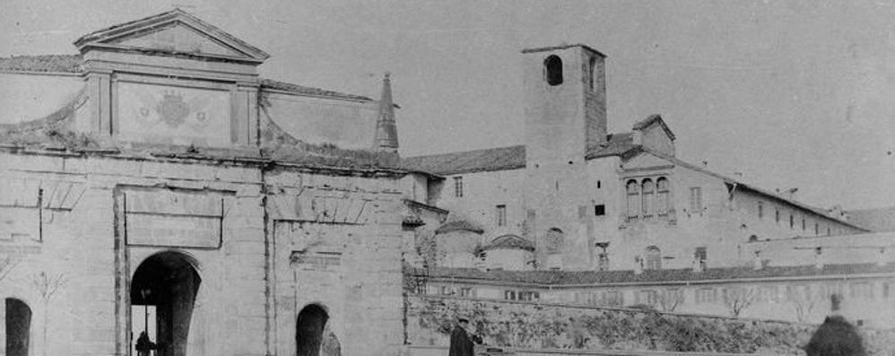 Sant'Agostino, la porta e il monastero Il fascino (quasi) immutato della storia