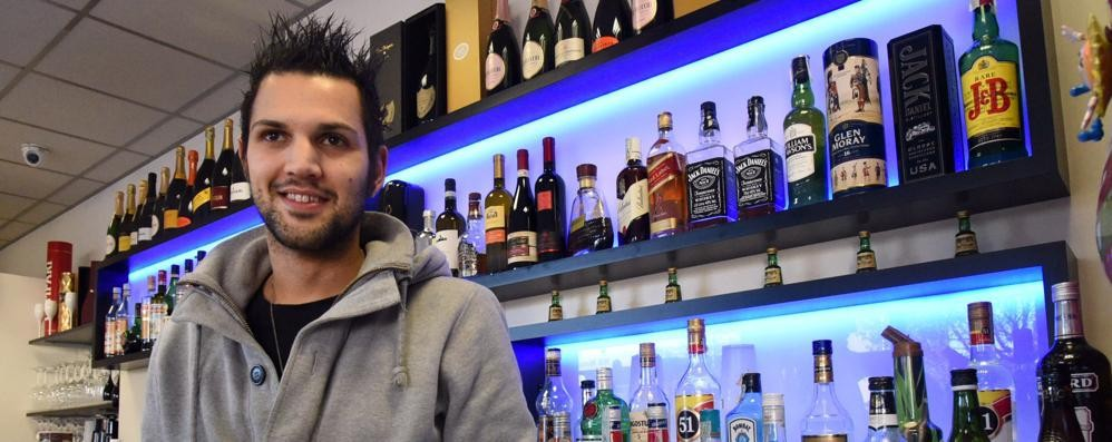 In via Bianzana bar aperto 24 ore su 24 Cafè Marilyn gestito da un giovane papà