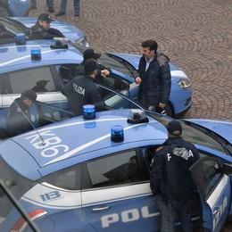 Poliziotto molla la spesa e insegue i ladri Fermati due rumeni a Treviglio