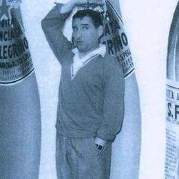 Renato Rascel e le bottiglie di aranciata San Pellegrino