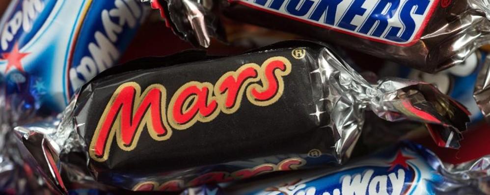 Trovata plastica in una barretta  Mars ordina il ritiro anche in Italia