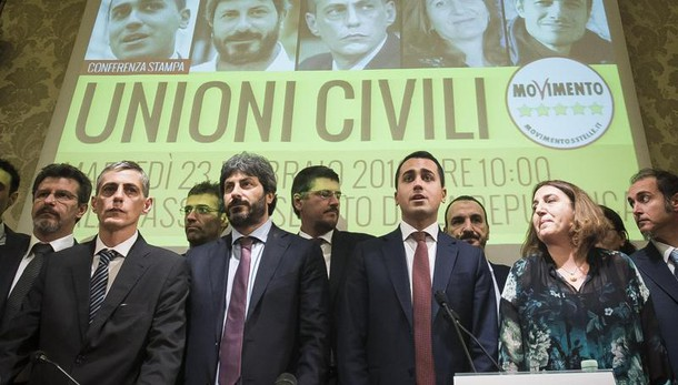 Unioni civili: Renzi, M5s prende in giro