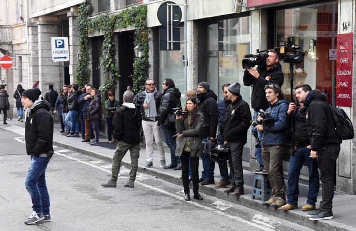 I giornalisti davanti al Tribunale