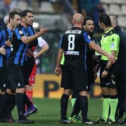 Borriello protesta a fine partita con Calvarese per il rigore assegnato al Carpi
