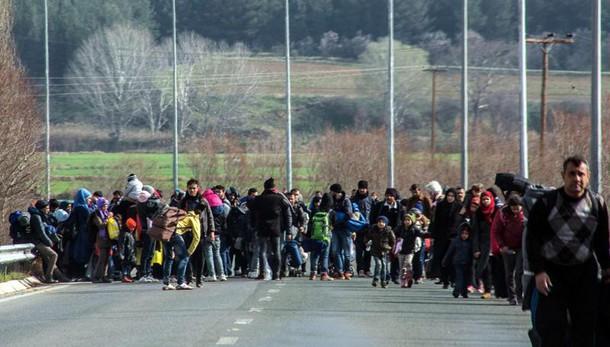Grecia, 70mila migranti rischiano blocco