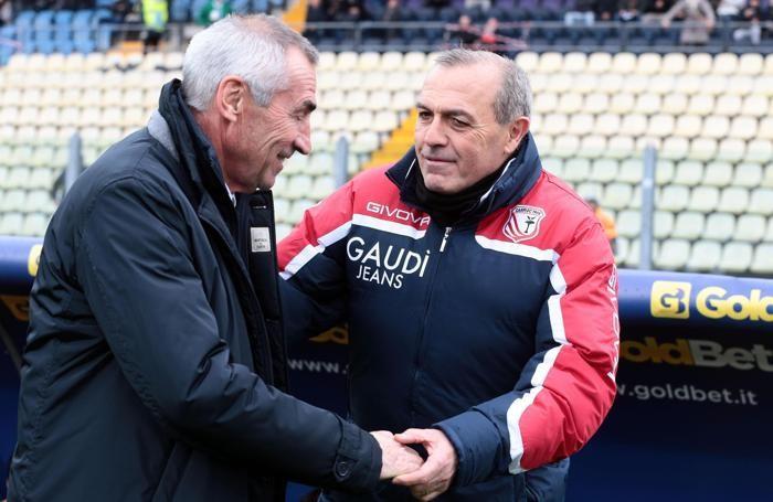 Edy Reja e Fabrizio Castori si salutano prima della partita