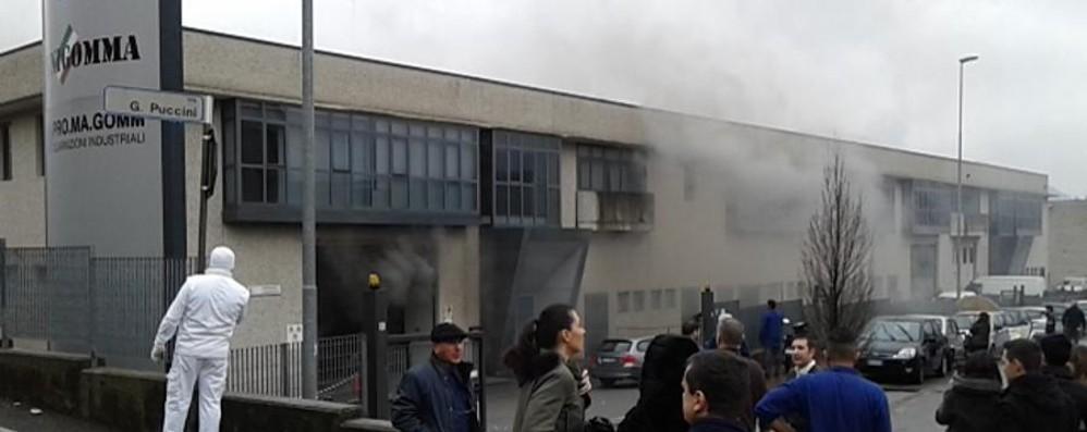 Incendio sedato alla Unigasket  Danni ingenti ma nessun ferito - Foto
