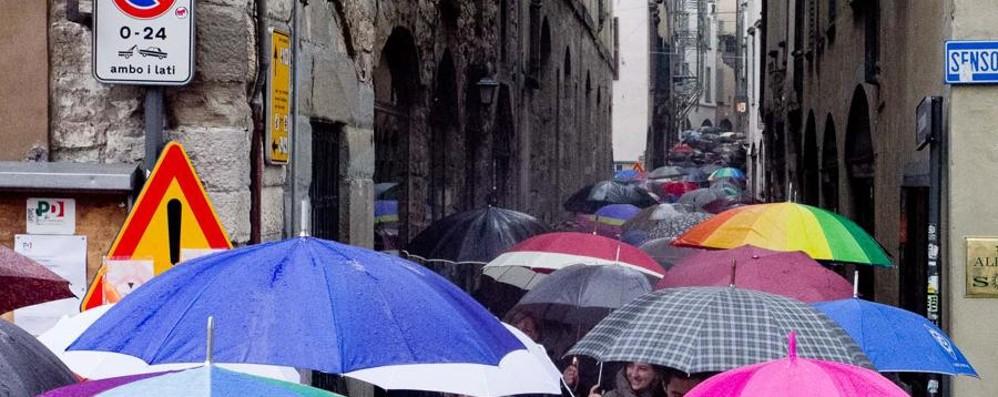 La pioggia continua ad insistere Martedì miglioramento al Nord