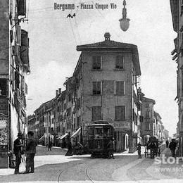 Piazze in città, rinascita da 2,5 milioni La storia nelle foto del passato  - Guarda