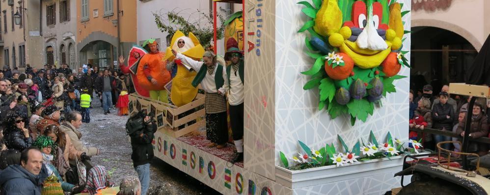 Clusone, rinviata per maltempo la storica sfilata di Carnevale
