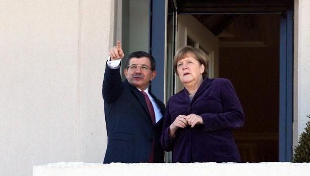 Migranti: Turchia, coinvolgeremo Nato