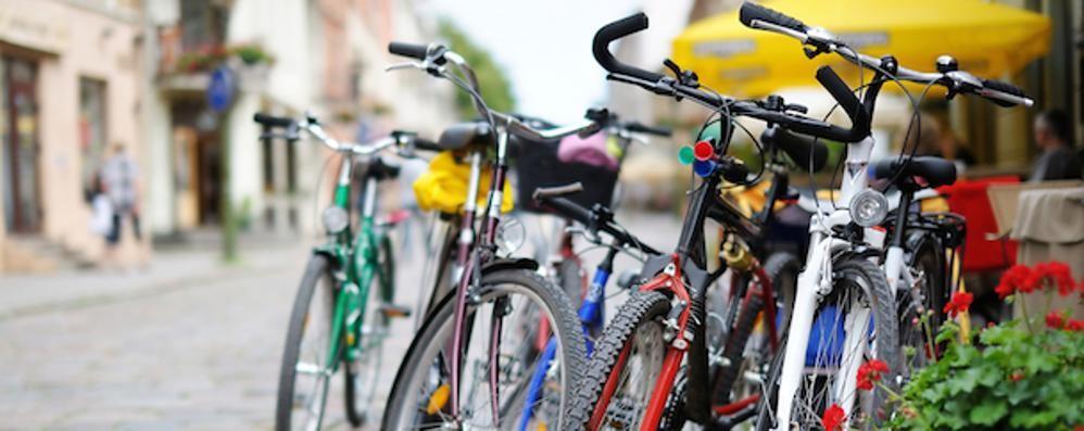 Milano e Parigi, soldi a chi usa la bici A Bergamo accetteresti? Sondaggio