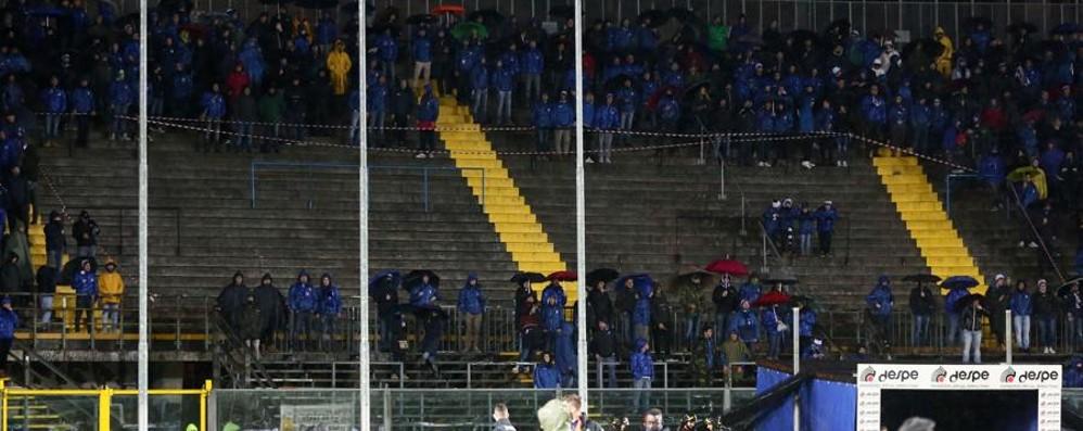 Niente striscioni e cori spontanei Il silenzio polemico cala sullo stadio