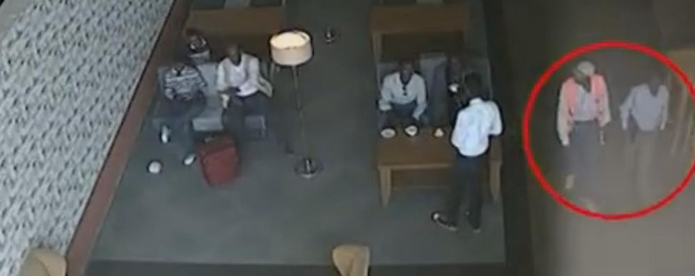 Un pc bomba sul volo del bergamasco Ecco il video della consegna dell'ordigno