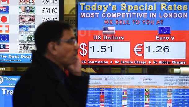 Cambi: euro in lieve rialzo a 1,0892 dlr