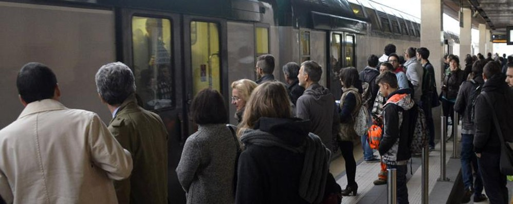«Ci scusiamo per il disagio» Il libro-reportage sui treni italiani