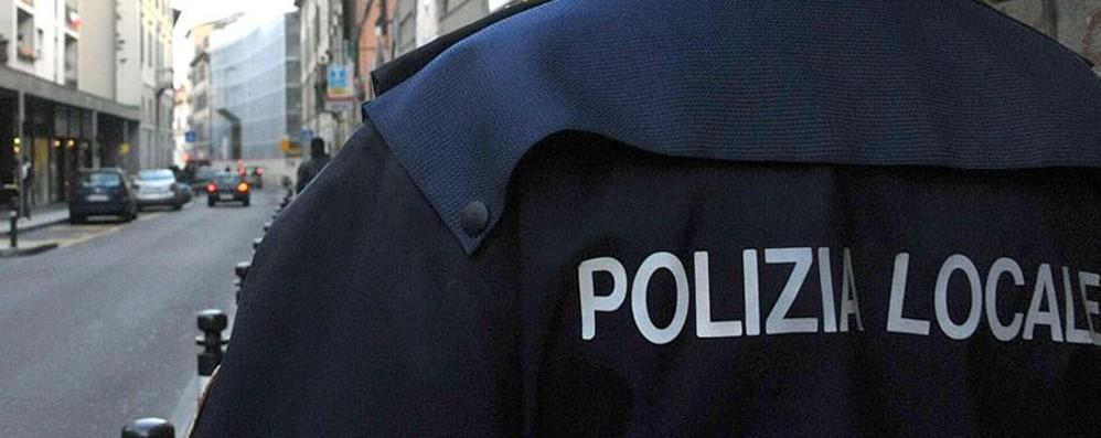Licenziato un vigile di 53 anni Soldi in cambio del pass della sosta