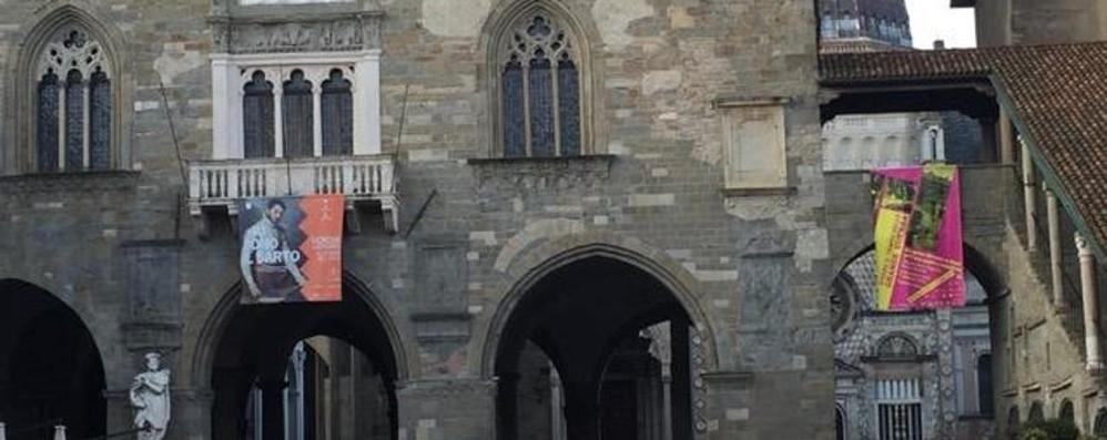 Pubblicità sul Palazzo della Ragione  «Non c'era un posto alternativo?»