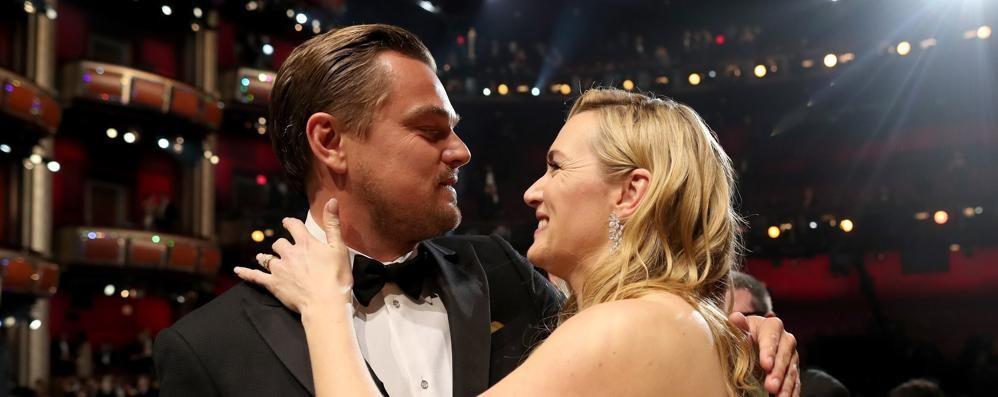 Quell'abbraccio tra Kate e Leo Di Caprio Da Titanic all'Oscar, 20 anni di amicizia