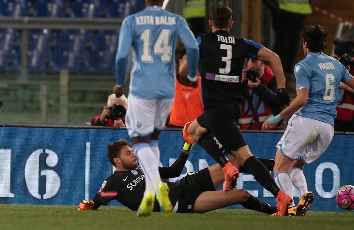 Il fallo di Sportiello su Mauri, subito dopo Klose ha segnato l'1-0 al 23' pt