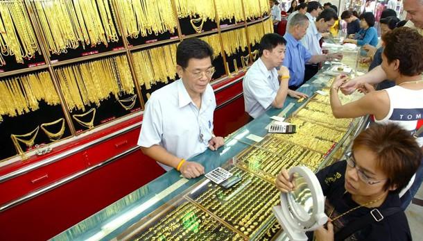 Oro: sale a 1.256,88 dollari