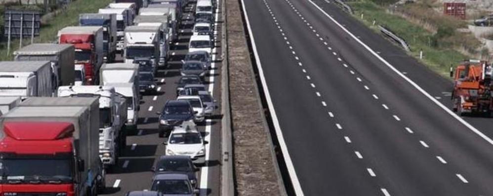 Mattinata da dimenticare per i pendolari Lunghe code in A4, ora traffico regolare