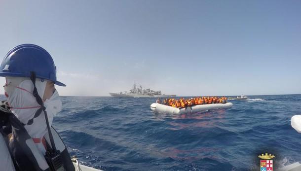 Migranti: 1467 tratti in salvo, 3 morti