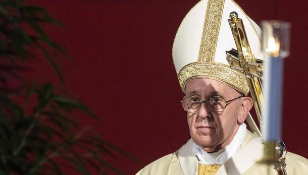 Papa, bello se governi aprono a migranti