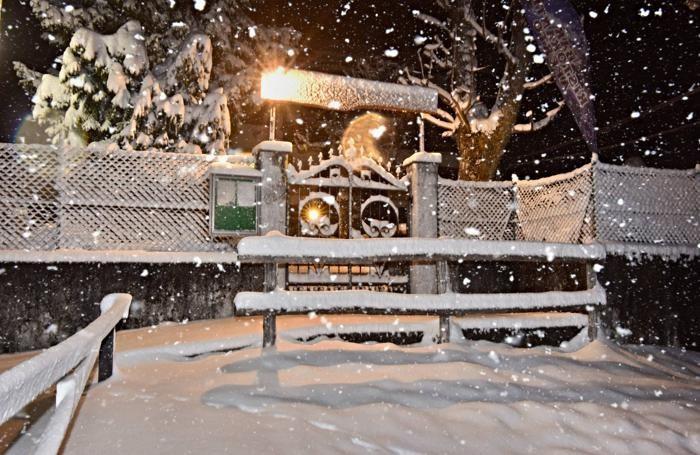 Neve nella notte sul monte Farno