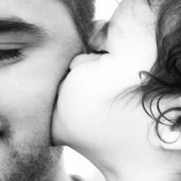 Fai un regalo al tuo papà, mandaci la foto Venerdì tutte online, anche un sondaggio