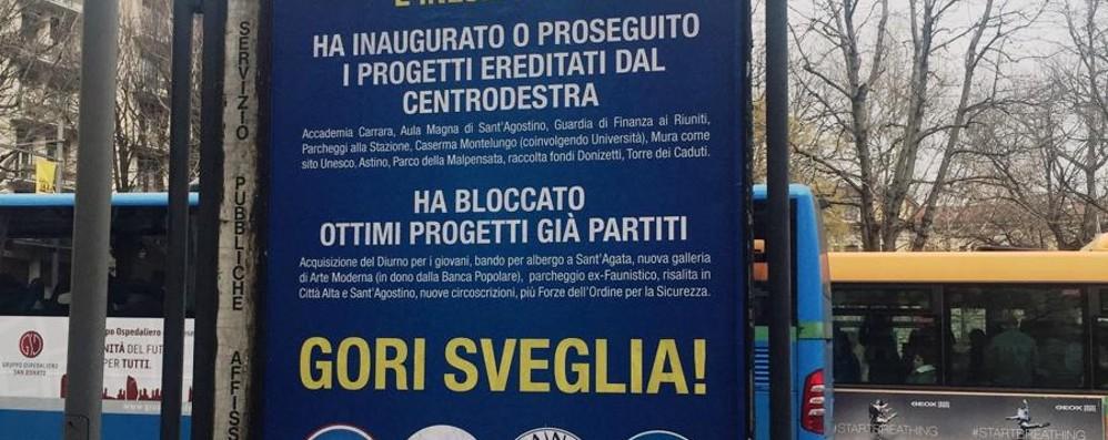 Il centrodestra all'attacco con i manifesti «Gori sveglia, finora solo promesse»
