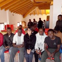Da Lizzola a Romano si spostano 50 dei 94 migranti