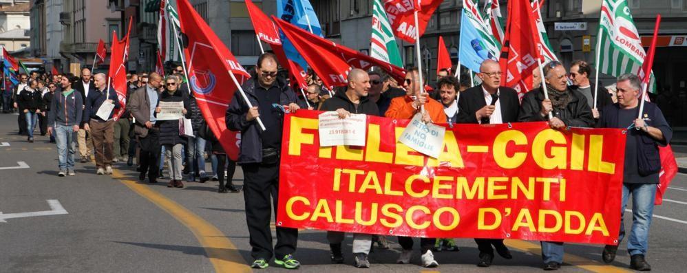 Lavoratori Italcementi in corteo - Video «Vogliamo risposte e certezze sul futuro»