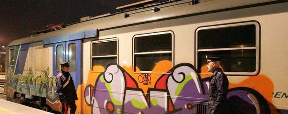 Spacca la testa a ragazza per rapinarla L'aggressione sul treno partito da Treviglio