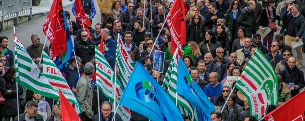 Lombardia, interpellanza di M5S e Pd «Tutelare i posti di lavoro Italcementi»