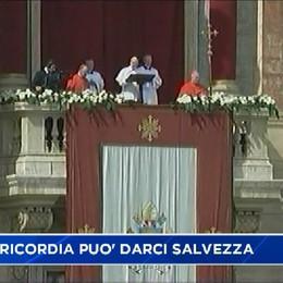 Pasqua, il messaggio di papa Francesco: Un'infinita Misericordia può darci la salvezza